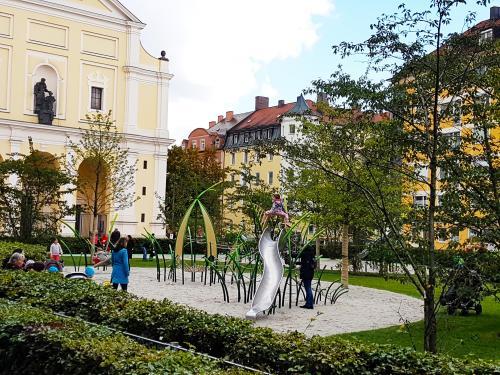 Josephsplatz 3 - Schotenpflanze